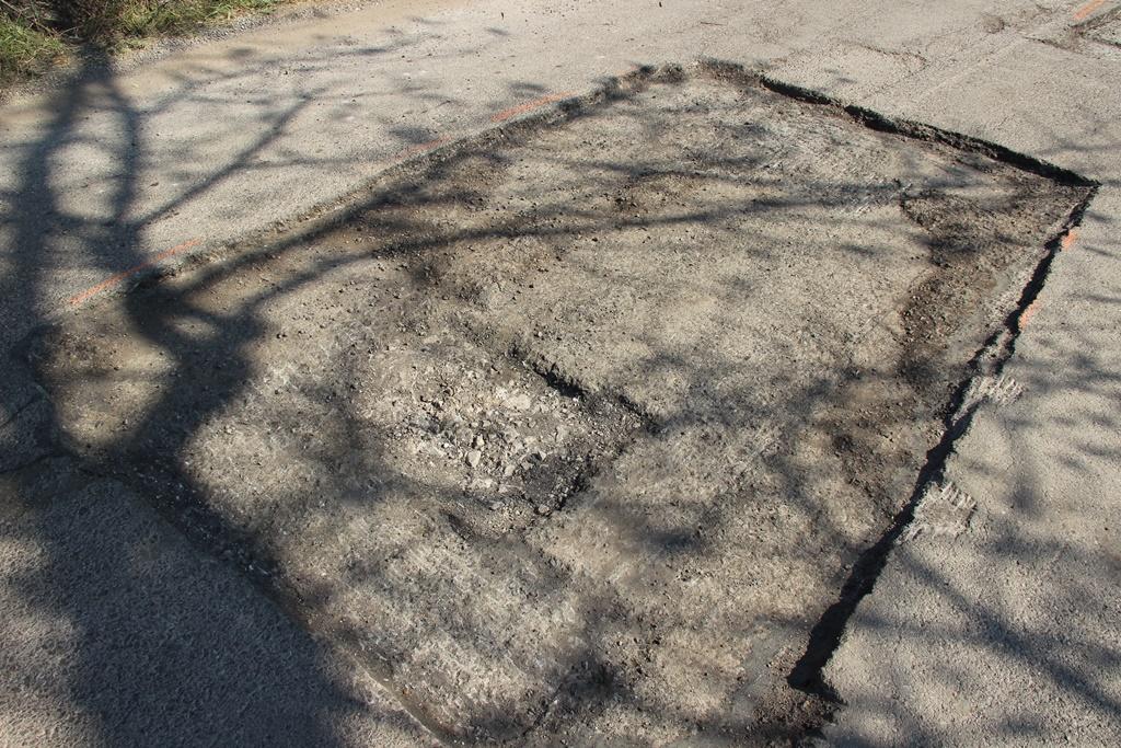 Разглеждате: Авариен ремонт на пътни настилки след приключването на есенно зимния период 2016-2017г.
