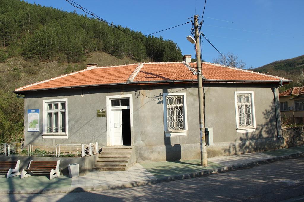 Разглеждате: Изпълнение на ремонтни дейности в община Драгоман от началото на 2017г.